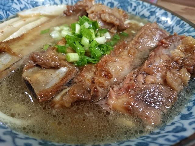 県産豚肉ソーキそば(大)の写真