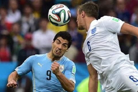 Suarez lập cú đúp mang về chiến thắng cho Uruguay.