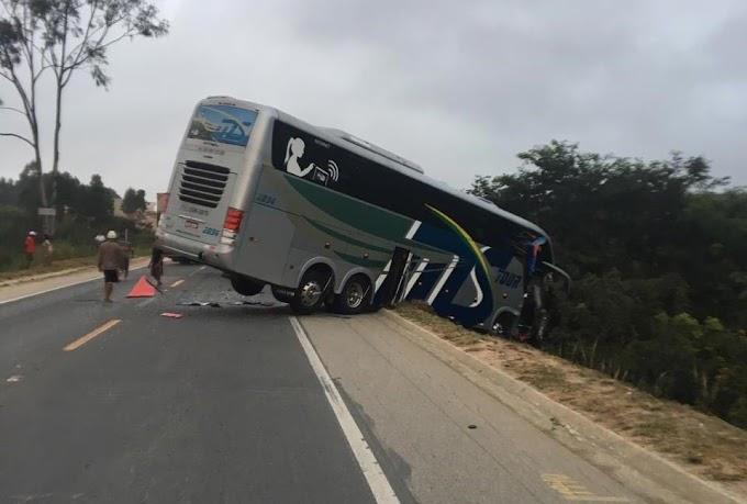 Acidente com ônibus do time sub-15 do Bahia deixa dois mortos