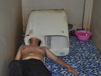 Ini yang Terjadi Jika Mencoba Perbaiki Mesin Cuci Sendiri