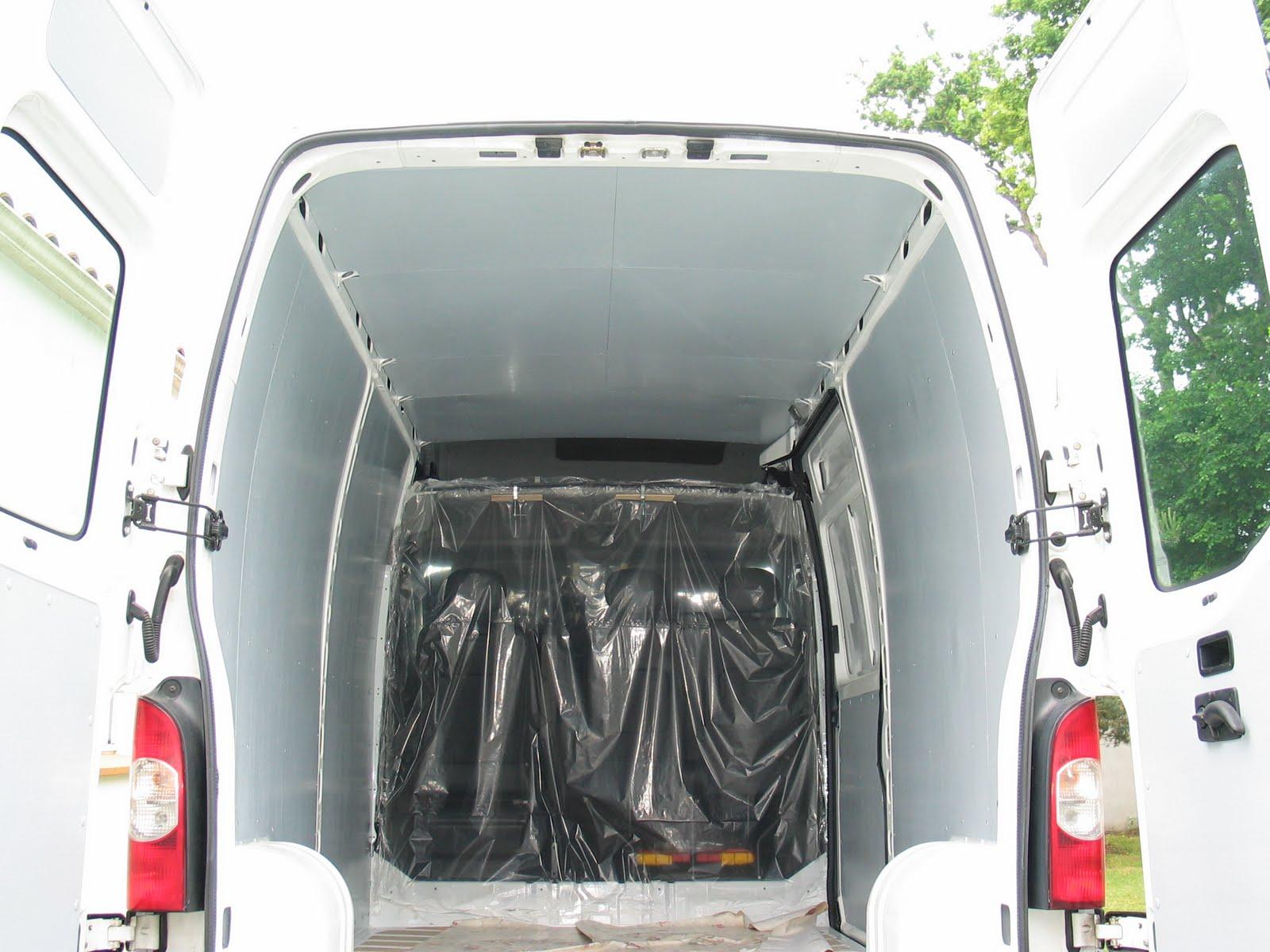 camping car dans un fourgon le plafond. Black Bedroom Furniture Sets. Home Design Ideas