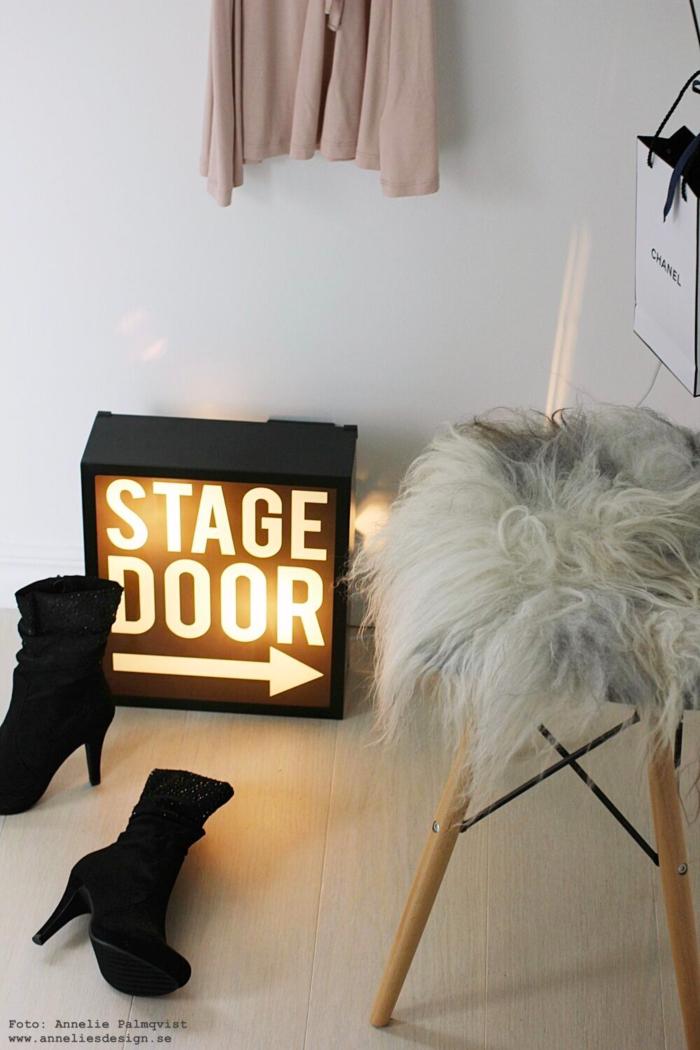 annelies design, webbutik, webshop, inredning, inredningsdetaljer, ljusbox, julklapp, julklappstips 2018, ljusbox, fårskinn, make, up, sminkhörna, walk in closet