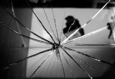 [Giải đáp] -  Mơ thấy chiếc gương đang nguyên vẹn tự nhiên bị vỡ