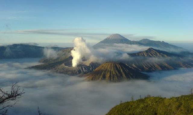 8. Gunung Bromo - Jawa Timur