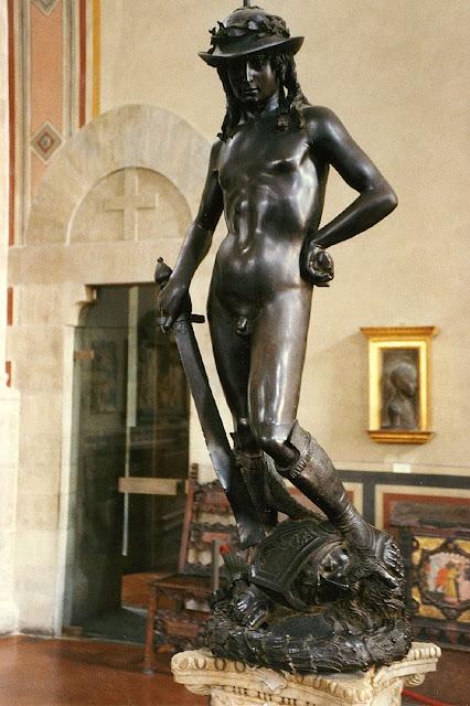 На певно перед усім він відомий завдяки скульптурі «Бронзовий Давид», що зображує Давида, героя біблейської історії про пастуха Давида та велетня Голіафа
