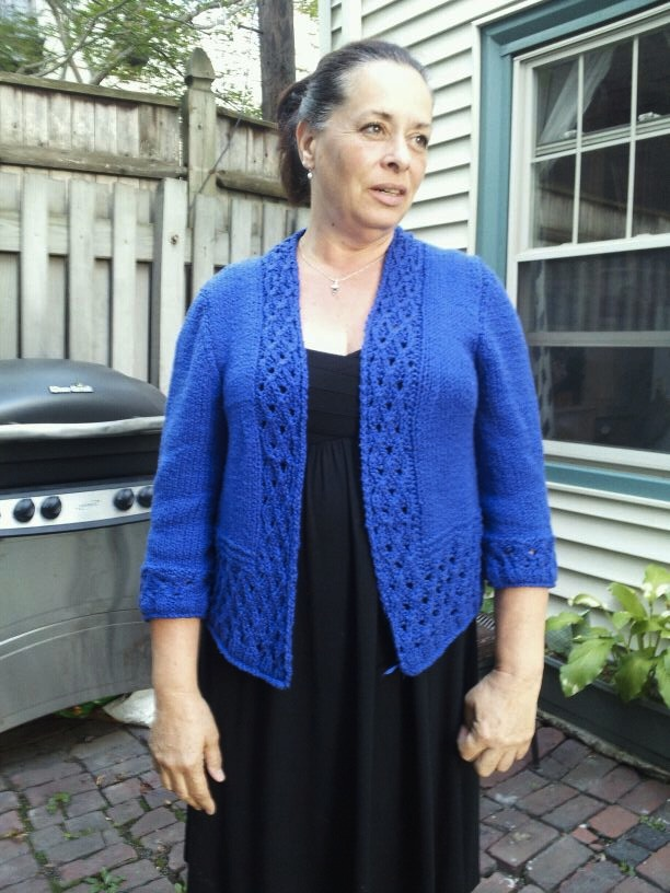 0425abb7a2243 I finally finished the Manana sweater! The July 31st deadline for the  Classic Elite Yarn Knitalong helped immeasurably. I really want a chance at  the prize ...