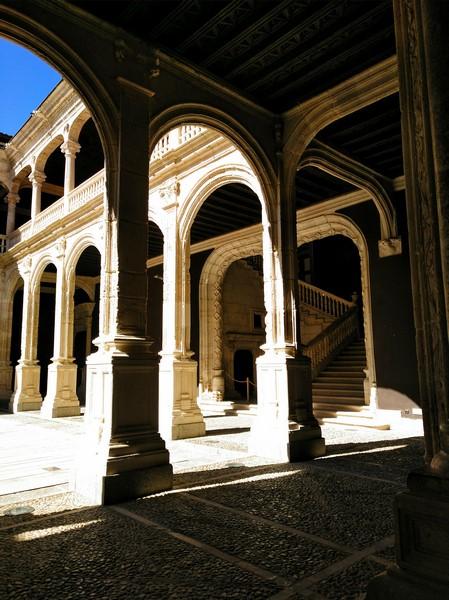Vista de la escalera de acceso al piso superior del Palacio de Avellaneda