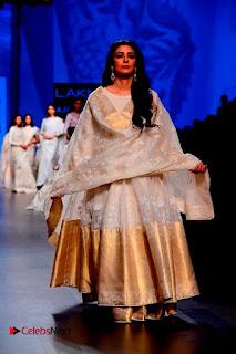 Actress Tabu Walk on Ramp for Gaurang Shah at Lakme Fashion Week  0010.jpg
