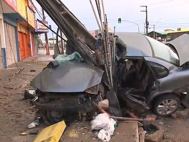 Veículo colide contra poste em São Luís e deixa um morto