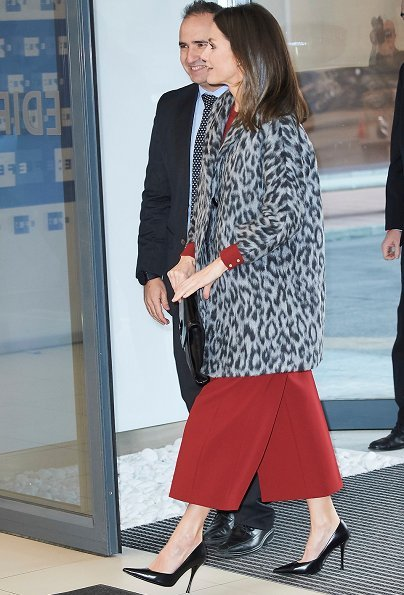 Queen Letizia wore Hugo Boss Mathia coat, Hugo Trima cropped wide leg trousers