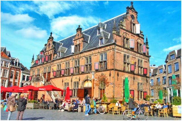 Waag en Grote Markt de Nijmegen, Nimega
