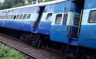 howrah-puri-dhauli-express-derailed