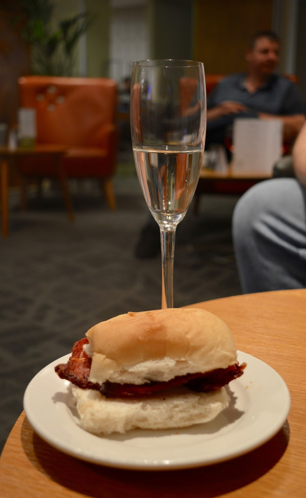 Is it worth booking an Escape VIP airport lounge for breakfast at Manchester airport if you have a morning flight?  - prosecco and bacon sandwich