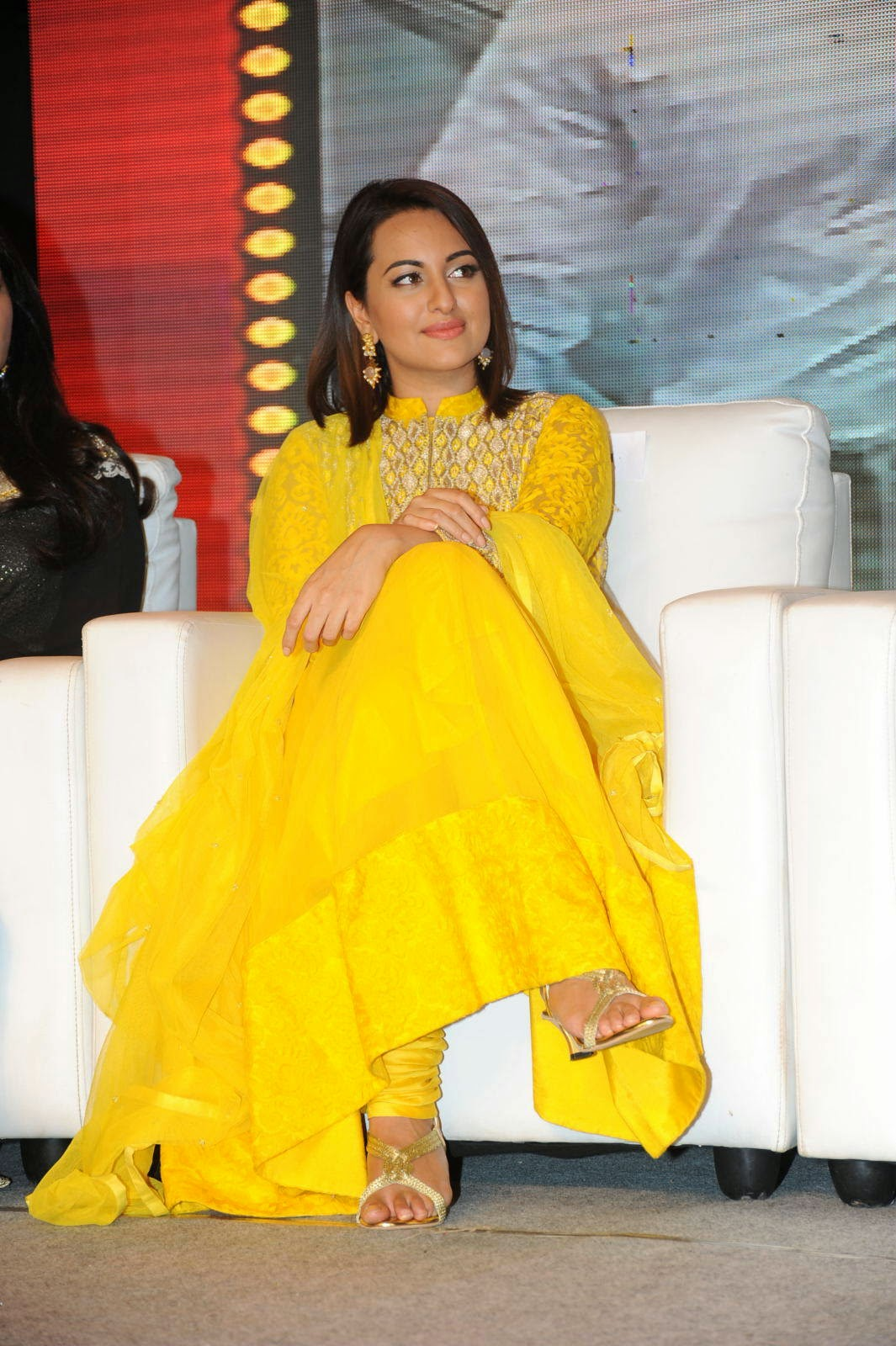 High Quality Sonakshi Sinha Pics, Sonakshi Sinha Yellow Suit Pics from Lingaa Movie Event