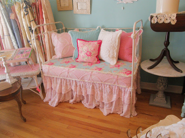 Antique Baby Crib Daybed
