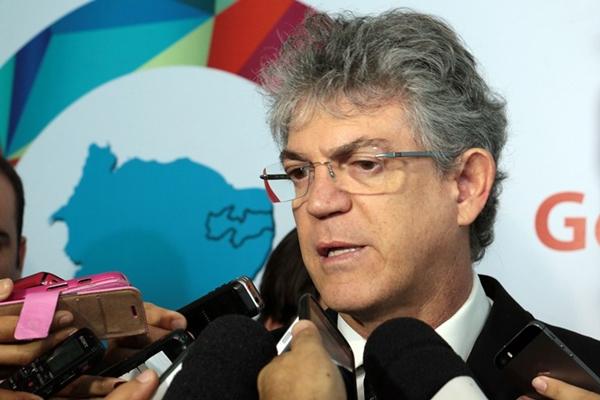 Governador critica oposição que torce pela cassação do seu mandato no TSE
