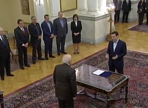 Ο Αλέξης Τσίπρας ορκίστηκε πρωθυπουργός - Έλαβε τη εντολή σχηματισμού κυβέρνησης - «Μας περιμένει ανηφορικός δρόμος» είπε στον Κάρολο Παπούλια