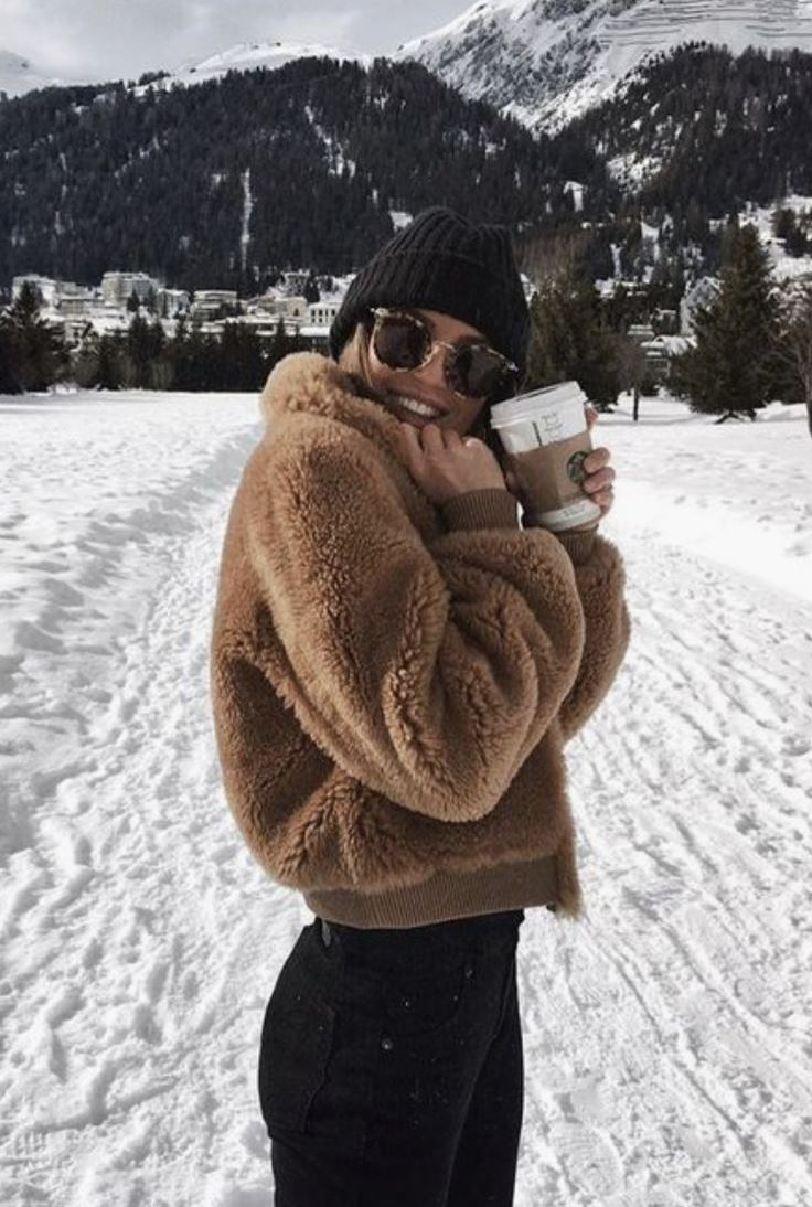 cozy outfit idea for this winter / hat + brown fur jacket + skinnies