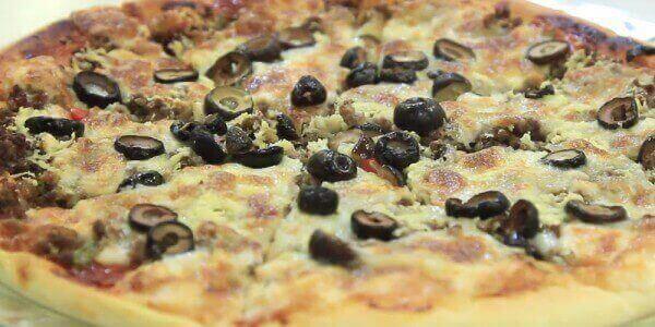 طريقة تحضير البيتزا بالتونة