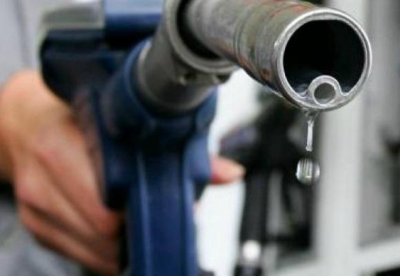 Поліцейський вимагав як хабар 1 тонну бензину