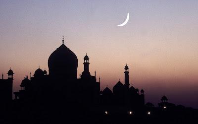 Sikap Tercela dalam Islam, Bahaya, dan Cara Menghindarinya