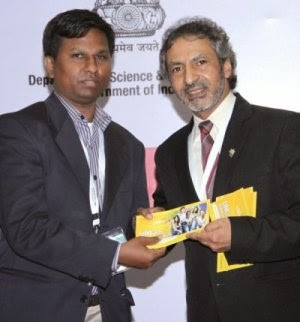 P Gopi receiving UNIGIS prize