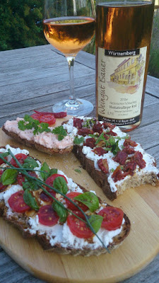 A rosé wine from the Muskattrollinger grape from Württemberg in Germany toghether with a traditional Brotzeit