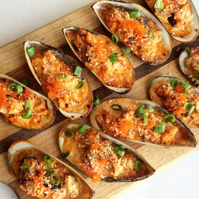 - - creamy + spicy baked mussels - -