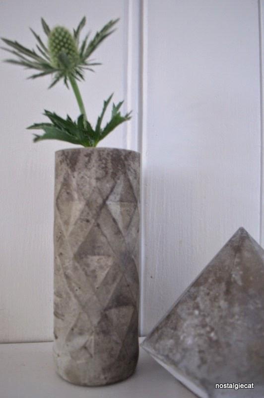 nostalgiecat concrete vase diy from a plastic bottle. Black Bedroom Furniture Sets. Home Design Ideas