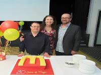 Salut, Pria Down Syndrome Ini Rayakan 30 Tahun Karirnya di McDonald's