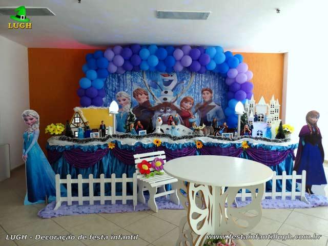Decoração festa de aniversário infantil Frozen - Mesa tradicional forrada de tecido versão luxo - Jacarepaguá - RJ