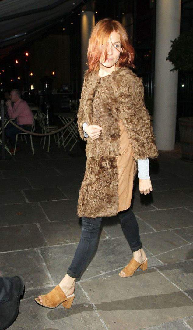 Celebrity Street Style Sienna Miller raises also a hairstyle