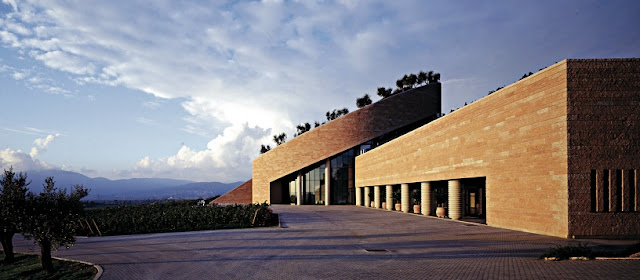 Informações sobre a vinícola Petra na Itália