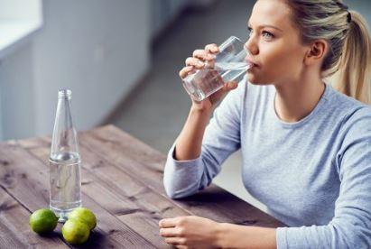 Banyak Minum Saat Buka Puasa, Bisakah Terjadi Overhidrasi?