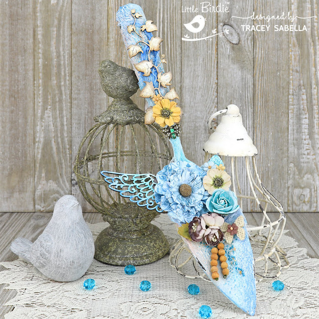 Mixed Media Spring Garden Spade by Tracey Sabella for Little Birdie Crafts: #traceysabella #littlebirdiecrafts #littlebirdieonline #littlebirdieflowers #diyspring #diy #diyhomedecor #altered #gardenspade #mixedmedia #rangerink #distressink