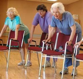 Latihan pernapasan memakai kursi