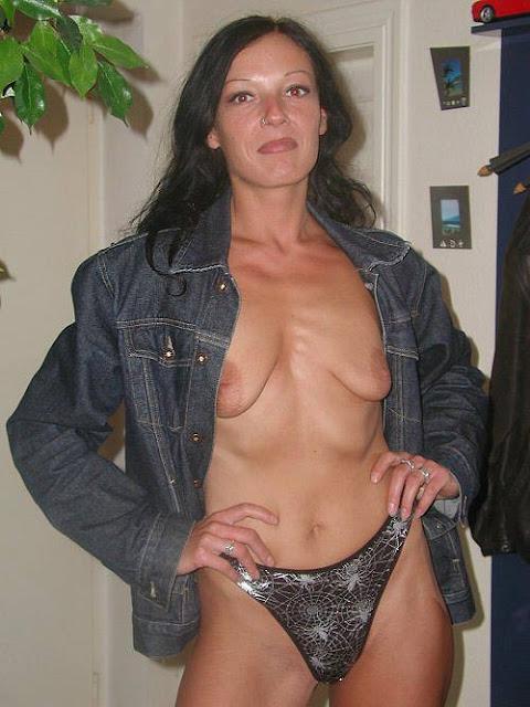 Foto von leeren Titten einer Hausfrau