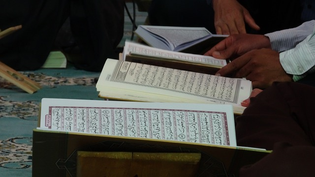 Sudah menjadi tradisi pada malam bulan Ramadhan masjid Transformasi Tadarrus al-Qur'an Malam Hari Bulan Ramadhan; Tradisi dari Jibril Sampai Anak Kecil