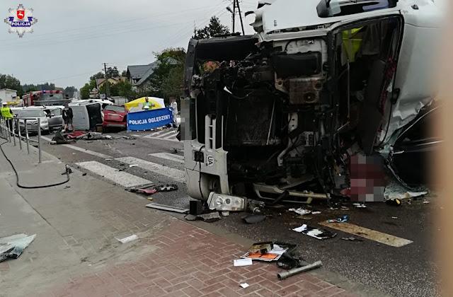 Tragedia w Bełżcu zderzyły się cysterna, laweta i trzy auta osobowe. Dwie osoby nie żyją