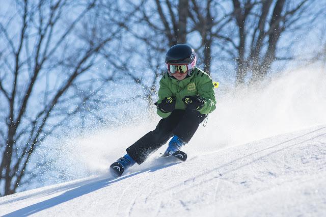 Niño Esquiando - Nieve