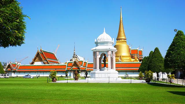 На фото - Королевский Дворец в городе Бангкоке, Тайланд