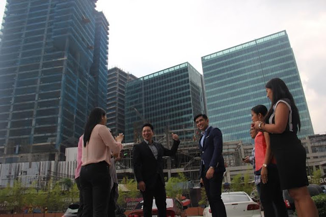 megaworld fort bonifacio office towers uptown mall uptown parade valkyrie pool palace