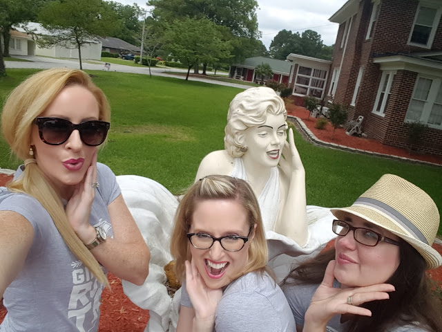 Harris Sisters Pose with Marilyn Monroe Statue