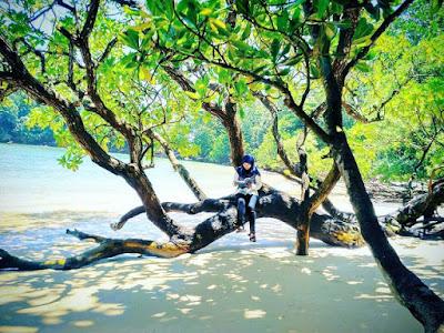 keindahan pantai banyu meneng