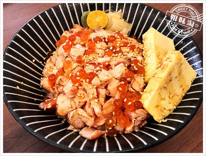 十六町壽司-鮭魚玉子丼 vs. 鮭魚親子丼