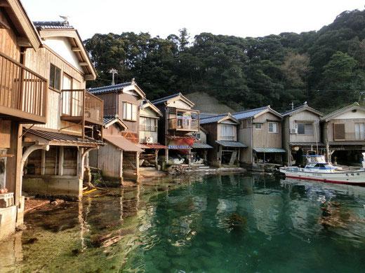 建物と海が繋がった珍しい建築、舟屋