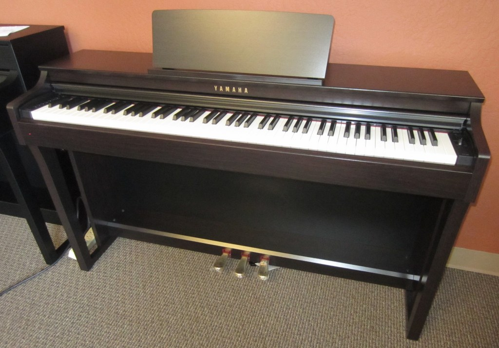 Az piano reviews review yamaha clp625 digital piano for Piano yamaha price list