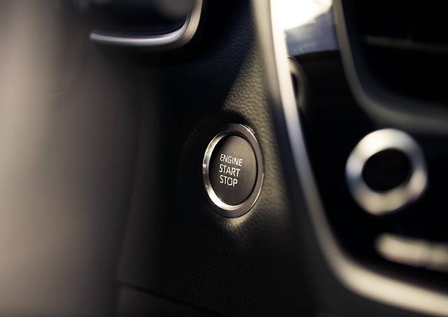 Toyota Corolla Hatchback 2019 - partida por botão