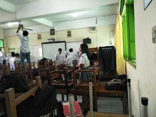 Kegiatan Jumat Bersih di SMAN 110