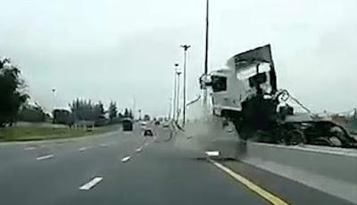 Kecelakaan mengerikan di jalan tol